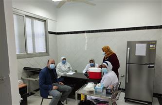 بدء تلقي كبار السن وأصحاب الأمراض المزمنة لقاح فيروس كورونا بسوهاج | فيديو وصور