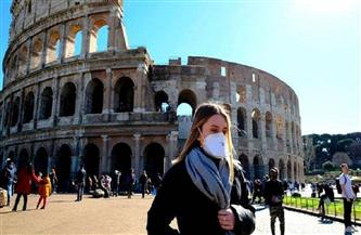 الإيطاليون يهرعون إلى الحدائق والتسوق قبل الإغلاق الجديد