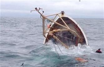 """غرق المركب ونجا الطاقم.. إنقاذ 11 صيادا من الموت شرق الجونة بعد شحوط مركبهم إلى """"الجيثوم"""""""