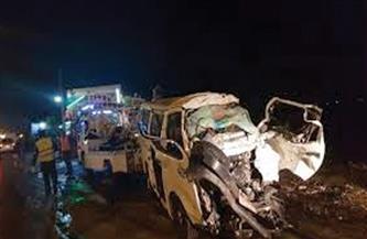 مصرع 18 شخصًا وإصابة 5 آخرين في حادث انقلاب سيارة ميكروباص بالطريق الصحراوي الشرقي