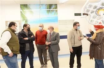 رئيس جامعة أسيوط يتابع تركيب كبسولات العمليات بالمستشفى الجامعي | صور