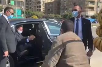 في لفتة إنسانية.. الرئيس السيسي يوجه بعلاج بائع فاكهة على نفقة الدولة ويستجيب لمطالب 2 آخرين | فيديو