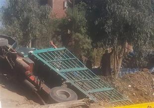 انقلاب سيارة محملة بأنابيب البوتاجاز بالقرب من قرية شما بالمنوفية