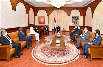 الرئيس السيسي وحمدوك يؤكدان أهمية الاستغلال الأمثل لجميع الفرص لتعزيز التكامل بين البلدين