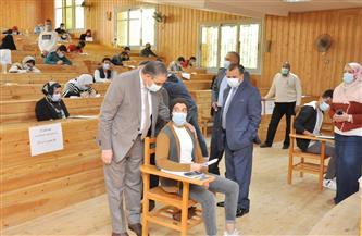 رئيس جامعة كفرالشيخ يتفقد لجان امتحانات كليتي الحاسبات والمعلومات والتربية الرياضية  صور