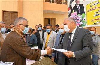 محافظ قنا يسلم 432 مواطنا وحدات الإسكان الاجتماعي في مركز نجع حمادي| صور