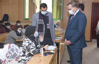 رئيس جامعة سوهاج يتفقد سير امتحانات 3 كليات بالمقر الجديد | صور