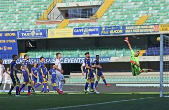 ميلان يقلص الفارق مع إنتر بعد الفوز بسهولة على فيرونا بالدوري الإيطالي