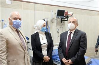 رئيس جامعة أسيوط الحالي يصطحب نظيره السابق لتلقي مصل كورونا | صور