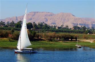 """أهالي قرية """"الخرانقة"""" يصطفون على النيل بحثًا عن طفل غريق"""