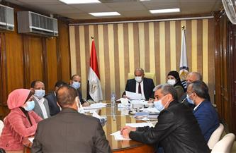 محافظ قنا يترأس لجنة اختيار مدير الإدارة التعليمية   صور