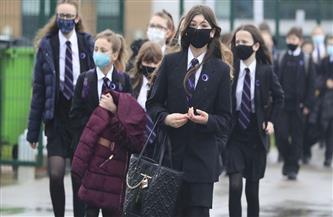 إعفاء الصغار والمراهقين «المتمردين» من الكمامات بعد عودة الدراسة في بريطانيا