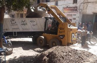 محافظ أسيوط يوجه بتكثيف حملات النظافة وتمهيد الشوارع بحي غرب | صور