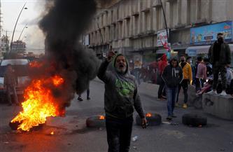 المتظاهرون اللبنانيون يواصلون قطع الشوارع احتجاجا على تردي الوضع المعيشي