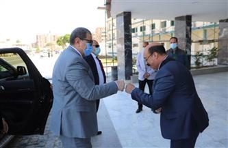 محافظ أسوان يستقبلوزير القوى العاملة تمهيدًا لتسليم وثائق التأمين التكافلي| صور