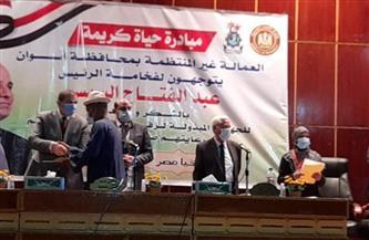وزير القوى العاملة يسلم وثائق تأمينية وشنطا رمضانية لـ 10 آلاف عامل بأسوان