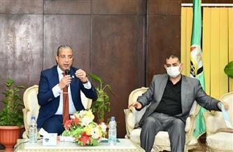 محافظ الفيوم يكلف السكرتير العام للمحافظة بتشكيل لجنة لمواجهة أزمة شوارع أبشواي |صور