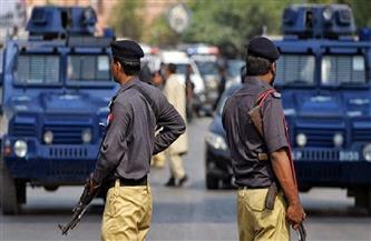 على خلفية نشر صور مسيئة للنبي محمد .. الشرطة الباكستانية تشتبك مع متظاهرين يطالبون بطرد السفير الفرنسي