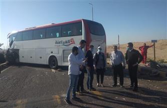 رئيسة مدينة سفاجا تتابع الحركة المرورية بطريق «سفاجا - الغردقة» بعد تصادم أتوبيس بسيارة نقل | صور