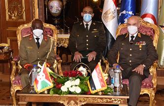 الفريق محمد فريد رئيس أركان حرب القوات المسلحة يلتقى رئيس قوات الدفاع الوطنى البوروندى