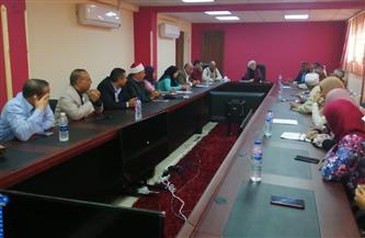 لجنة المساءلة المجتمعية بسفاجا تبدأ تنقية كشوف «تكافل وكرامة» | صور