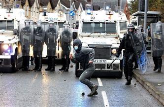 محتجون في أيرلندا الشمالية يهاجمون الشرطة بقنابل المولوتوف