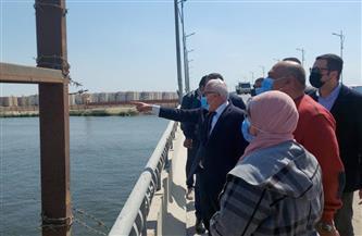 محافظ بورسعيد يوجه بإزالة الإشغالات بمحيط قناة الاتصال بالضواحي | صور