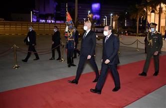 المتحدث الرئاسي ينشر صور توديع الرئيس السيسي لنظيره التونسي بمطار القاهرة