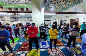 الالتزام بالإجراءات الاحترازية داخل مساجد الوادي الجديد في أول صلاة للتراويح من شهر رمضان | صور