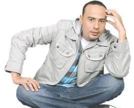 محمود عبدالمغني يحضر «المحشي» قبل ساعات من الإفطار