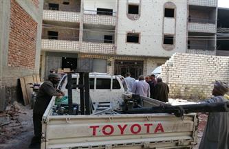رئيس مدينة الأقصر يعلن وقف أعمال بناء مخالفة بمنطقة الجزائرية | صور