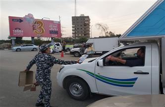 مرور الدقهلية يوزع وجبات إفطار وإمساكيات رمضان على السيارات في المنصورة |صور
