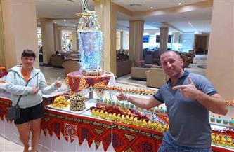 السائحون التقطوا الصور مع الفانوس .. احتفالات فنادق الغردقة باستقبال شهر رمضان | صور