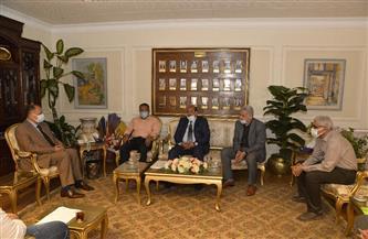 محافظ أسيوط يلتقي وفد شركة كهرباء مصر الوسطى لبحث سبل دعم وتنفيذ المشروعات | صور