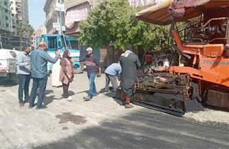 رئيس مركز القوصية تتفقد أعمال الرصف بشوارع المدينة | صور