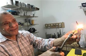 جمع الطب والميكانيكا.. طبيب يخترع جهازًا نادرًا يعمل بالماء لصهر ولحام المعادن وآخر للأوكسجين..وهذه قصته|فيديو