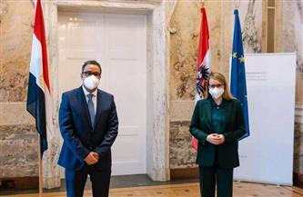 سفير مصر في فيينا يلتقي بوزيرة الاقتصاد والتحول الرقمي النمساوية |صور