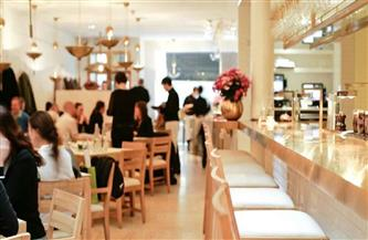 ارتفاع كبير في مبيعات المشروبات مع إعادة فتح المطاعم والحانات بإنجلترا بعد الإغلاق