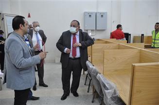 جولة تفقدية لرئيس جامعة حلوان بالجامعة الأهلية ومركز الاختبارات الإلكترونية | صور