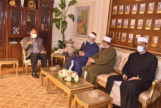 محافظ أسيوط يلتقي وكيل الأوقاف لمناقشة الإجراءات الاحترازية وخطة تطوير المساجد| صور