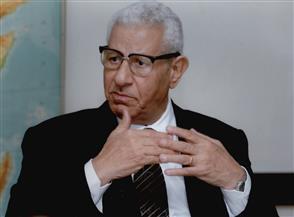 """مفتي الجمهورية ينعى """"شيخ الصحفيين"""" مكرم محمد أحمد"""