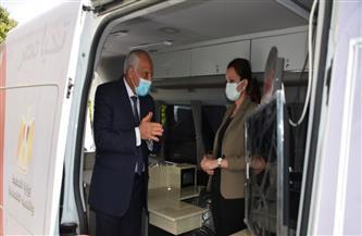 محافظ الجيزة يتسلم سيارتي مركز تكنولوجي متنقل لخدمة المواطنين | صور