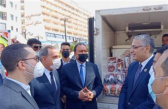 محافظ كفرالشيخ يشهد انطلاق 11 سيارة محملة بالسلع الأساسية لمدن وقرى المحافظة  صور