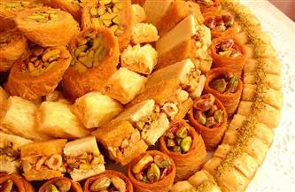 كيف تحمى نفسك من ارتجاع المريء وزيادة الوزن واضطراب المعدة.. طريقة مثالية لتناول حلويات رمضان