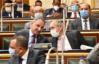 رصدتها عيون الكاميرا.. «تربيطات» حول الملفات والتشريعات داخل البرلمان