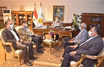 محافظ أسيوط يلتقي بعض أعضاء مجلس النواب لبحث سبل دعم المشروعات التنموية | صور