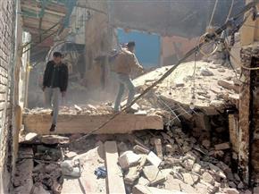 إزالة أجزاء من عقارين قديمين في الإسكندرية   صور