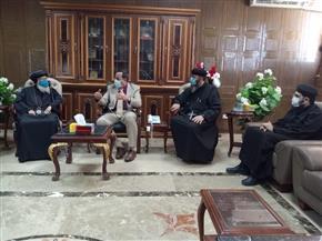 وفد من الكنيسة يقدم التهنئة بحلول شهر رمضان إلى محافظ شمال سيناء| صور