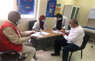 استمرار تلقي جرعات كورونا للأطقم الطبية والمواطنين بمركز اللقاح بالغردقة| صور