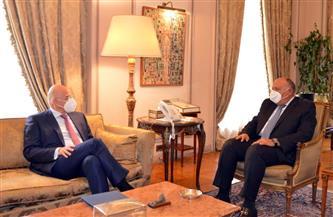 وزير الخارجية يبحث مع نظيره اليوناني عددا من الموضوعات الثنائية والإقليمية ذات الاهتمام المشترك